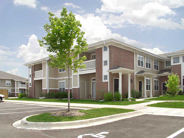 Aurora 1 2 Bedroom Private Entry Apartments District 204 Schools Apartment Solutions